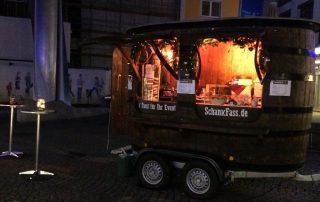Kathreinmarkt Weiden Holz bei Nacht Stehtische Maccerata Platz