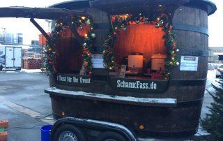 BayWa Firmenfeier Weihnachtsfeier Glühstand Wein heiße Getränke im Eichenfass