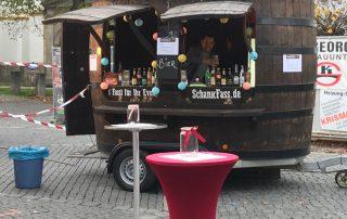 Kunstgenuss bis Mitternacht Weiden Holzdekoration Kunst am mobilen Bierwagen Ausschankwagen